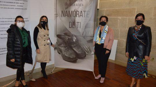 Inaugurada no Pazo de Mos a exposición 'Namórate de ti'